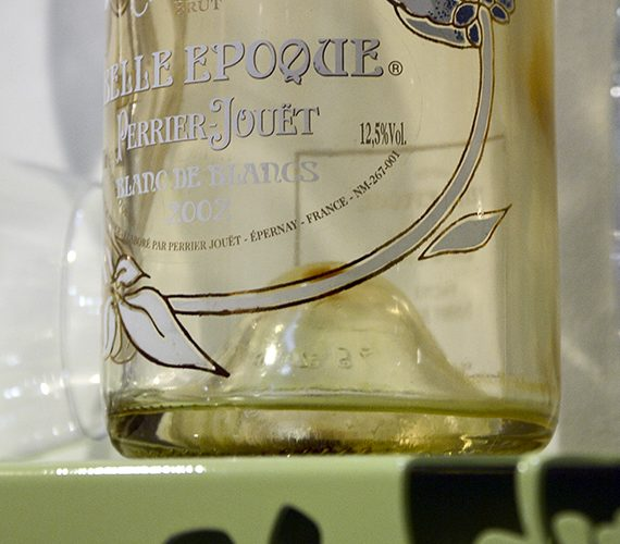 Dettaglio bottiglia Perrier Jouet