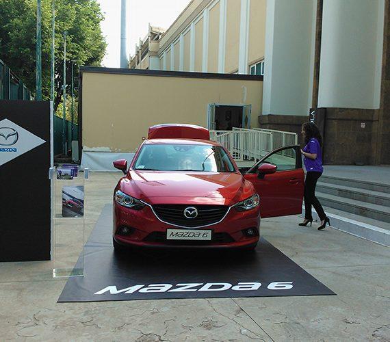 Installazione per la presentazione della Mazda 6 allo Stadio franchi di Firenze