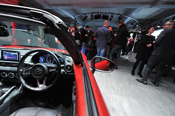 Primo piano Mazda MX-5 in occasione dell'evento Mazda Design alla Design week di Milano
