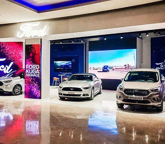 Progetto per stand Ford al Centro Commerciale Campania